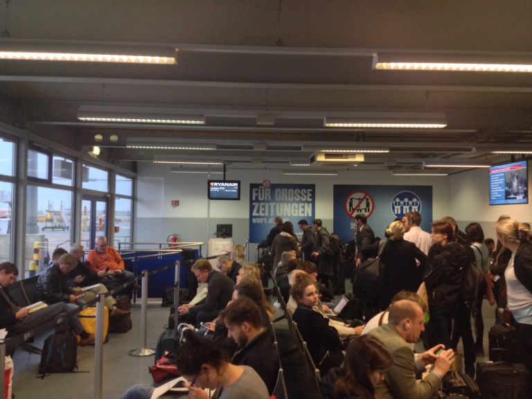 Crowded house in the Non-Schengen boarding areas