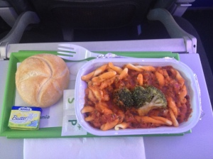 Germania Lunch: Pasta in Tomato Sauce with Broccoli, Roll, Butter