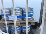 Nachladen von Bierfässern - entsetzlicherweise auch Lätschenbräu dabei (die armen Passagiere)