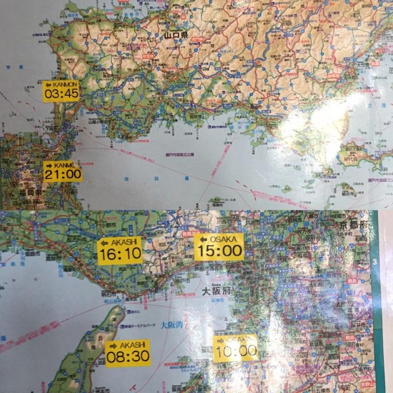 Karte mit aufgeklebten Zeiten der spektakulärsten Brückenpassagen an der Rezeption der Panstar Dream (Busan - Osaka)
