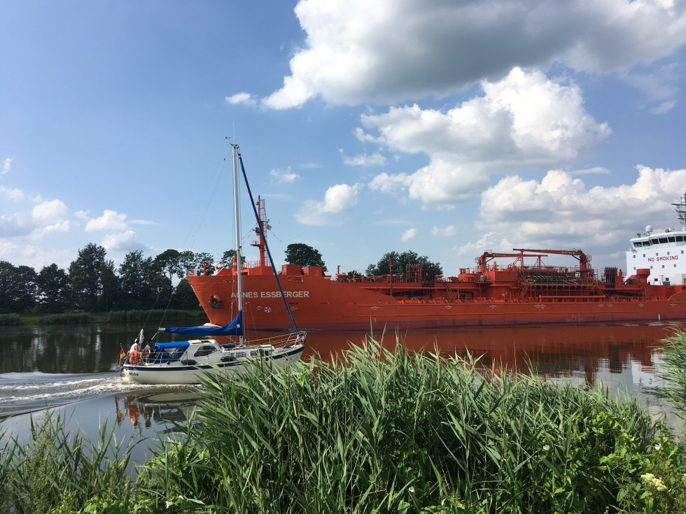 """Chemical Tanker """"Agnes Essberger"""" and small pleasure craft meet in the Kiel Canal"""